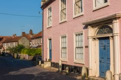 A 'pretty in pink' Georgian house