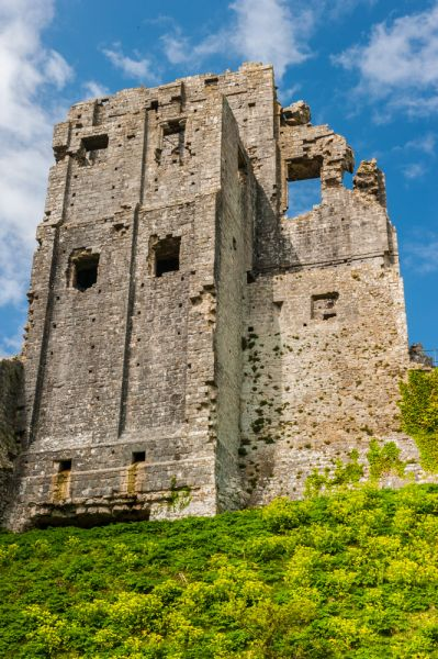 Corfe Castle photo, The castle keep from below