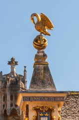 Oxford, Corpus Christi College, The gilded pelican on the sundial