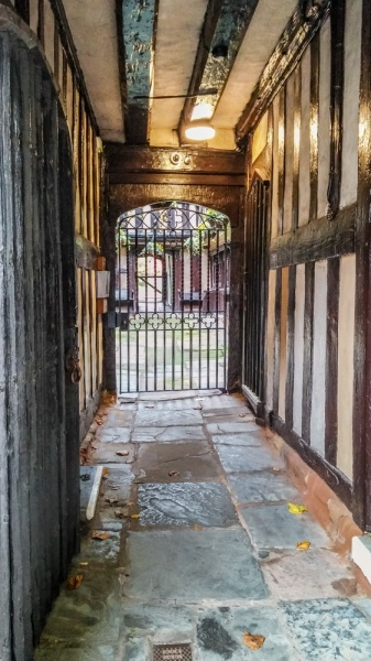 The passage to the inner courtyard