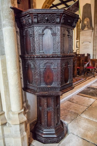 Dorchester, St Peter's Church photo, The richly carved 17th century pulpit