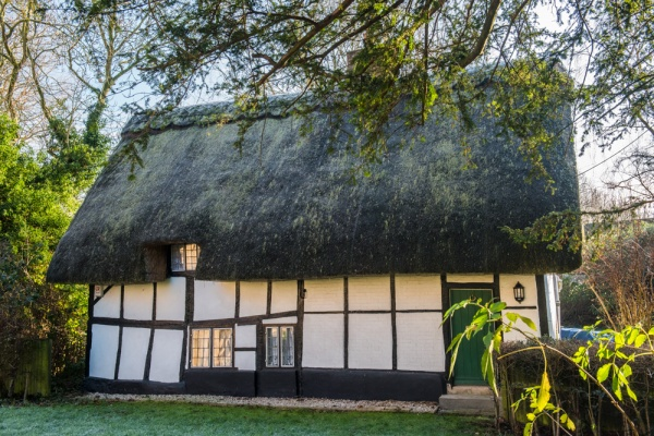 Thatched cottage beside Dorchester Abbey churchyard