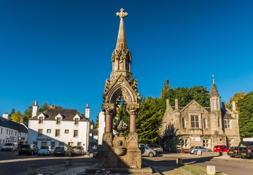 The Cross and the Atholl Memorial Fountain