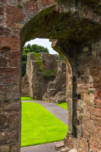 Egremont Castle photo, Looking into the inner ward