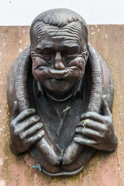 The 'gurning' sculpture