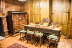 Elizabethan House Museum, The panelled parlour