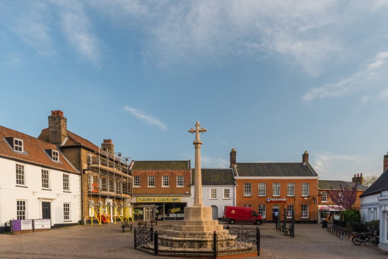 Fakenham market place and war memorial