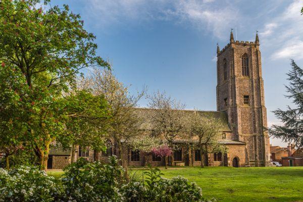 Fakenham, St Peter & St Paul Church | History & Photos
