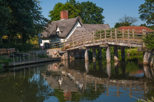 Flatford Bridge Cottage and the River Stour