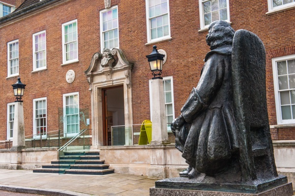 Thomas Coram statue in front of the Foundling Museum