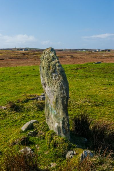 Gramsdale Standing Stones photo, Another view from the side of a standing stone