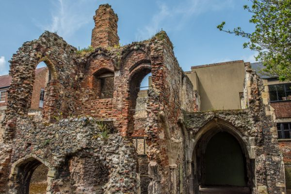 Great Yarmouth Row Houses and Greyfriars Cloister photo, The ruins of Greyfriars