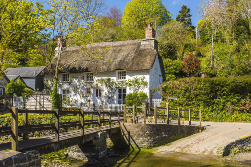 Thatched cottage in Helford, Cornwall