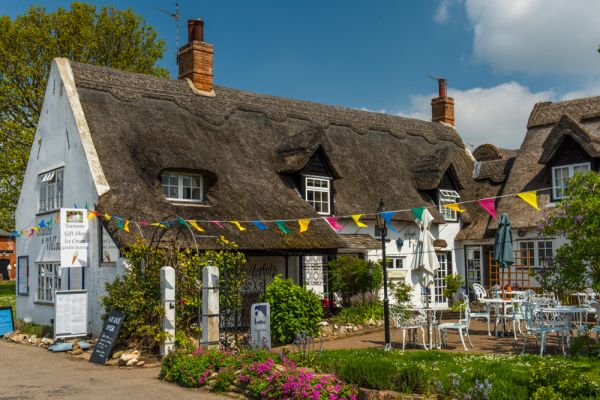 Horning photo, A thatched tea shop by the staithe