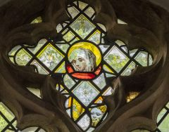 Irstead St Michaels Church, Medieval stained glass head
