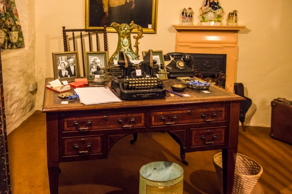 Daphne du Maurier's writing desk