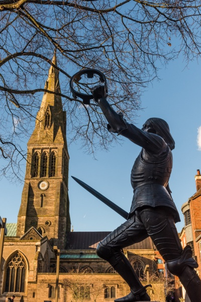 Richard III statue and cathedral tower