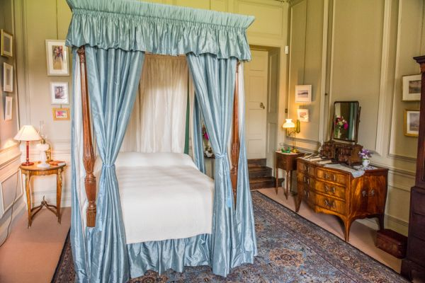 Mompesson House photo, An elegant first floor bedroom