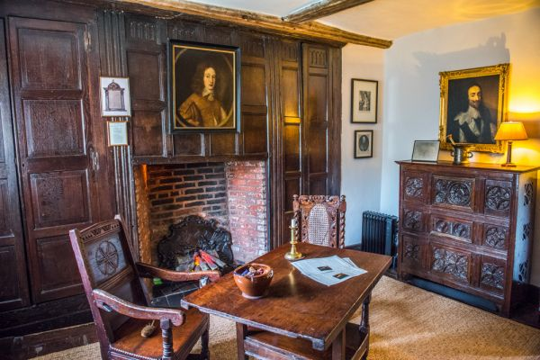 Moseley Old Hall photo, The ground-floor parlour