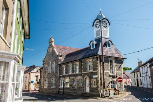 Newcastle Emlyn A Historic Carmarthenshire Town