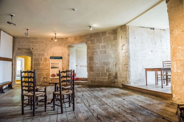 Portland Castle photo, The upper hall