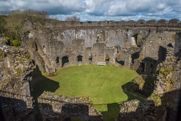 Restormel Castle photo, Looking down into the castle interior
