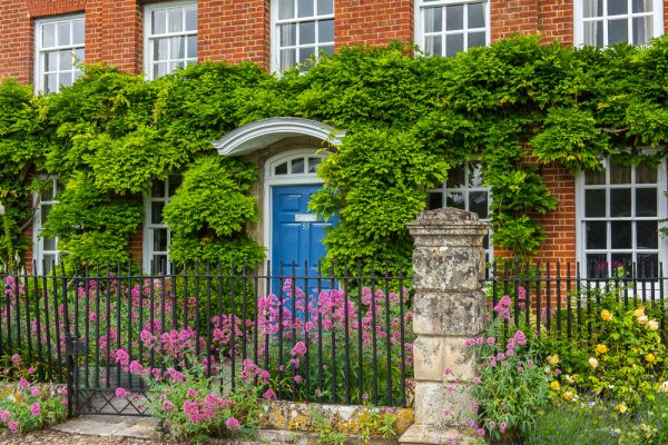 Salisbury photo, A pretty house in the Cathedral Close