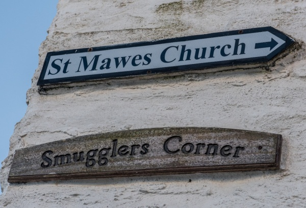 Signpost to the church from Smugglers Corner