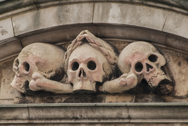 Skulls on the gateway to St Olave Hart Street