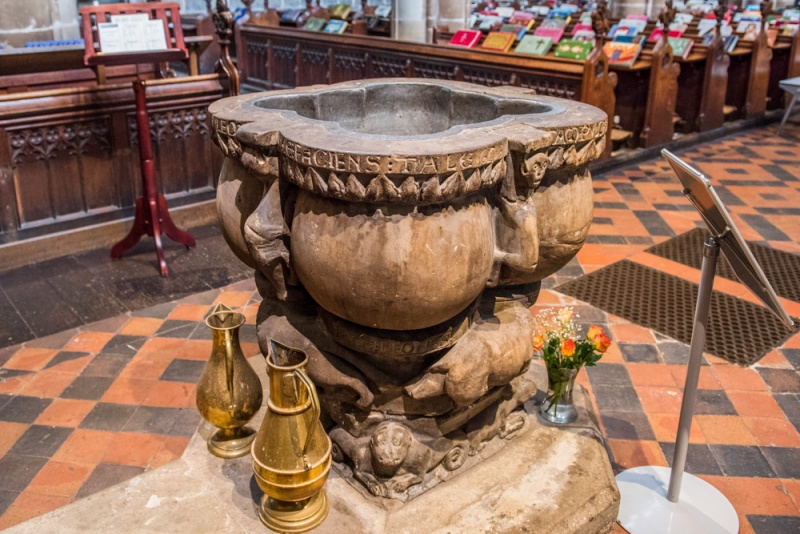 The extraordinary medieval font