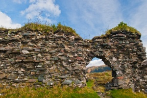 A ruined wall and doorway arch