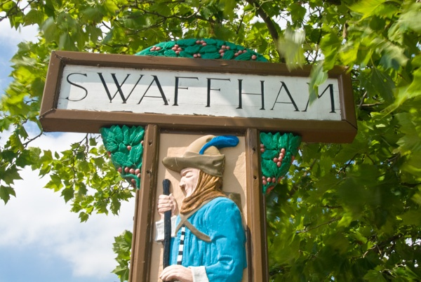 The Pedlar of Swaffham on the town sign