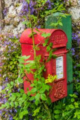 Toller Fratrum, The village post box