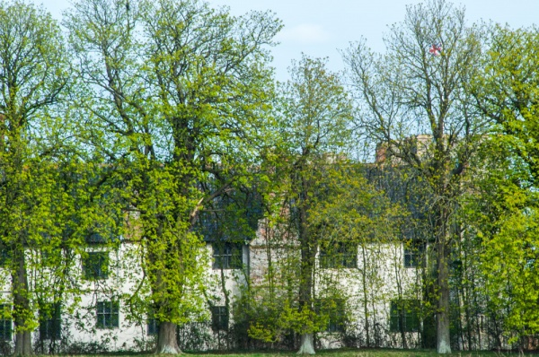 A glimpse of Wingfield Castle from the road