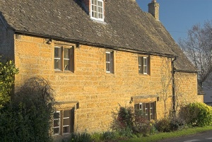 Cotswold stone cottages at Longborough