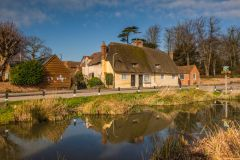 Thatched cottage and duck pond in Childrey