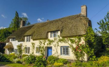 8 Beautiful Thatched Cottages in England
