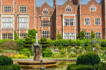 8 Historic Houses asociated with Elizabeth I