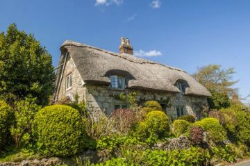 8 (more) Beautiful Thatched Cottages in England