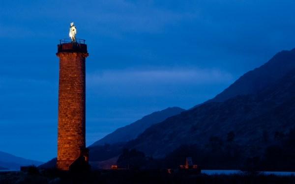 Glenfinnan Monument at night