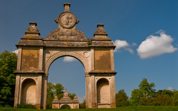 Elizabethan arch, Holdenby House