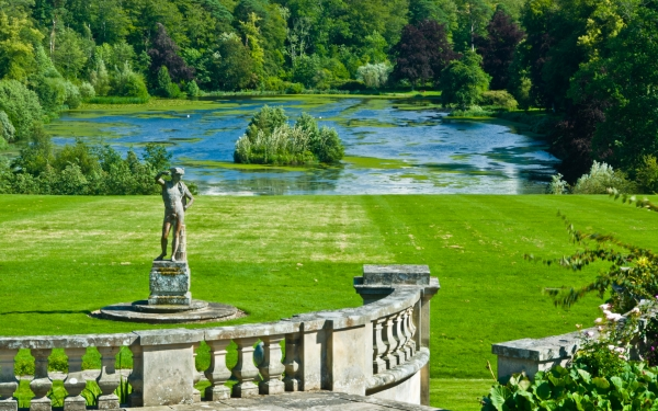 Mellerstain House, gardens and lake