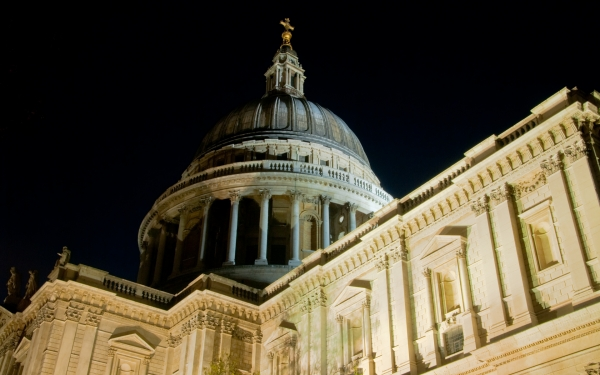 St Paul's Cathedral illuminated