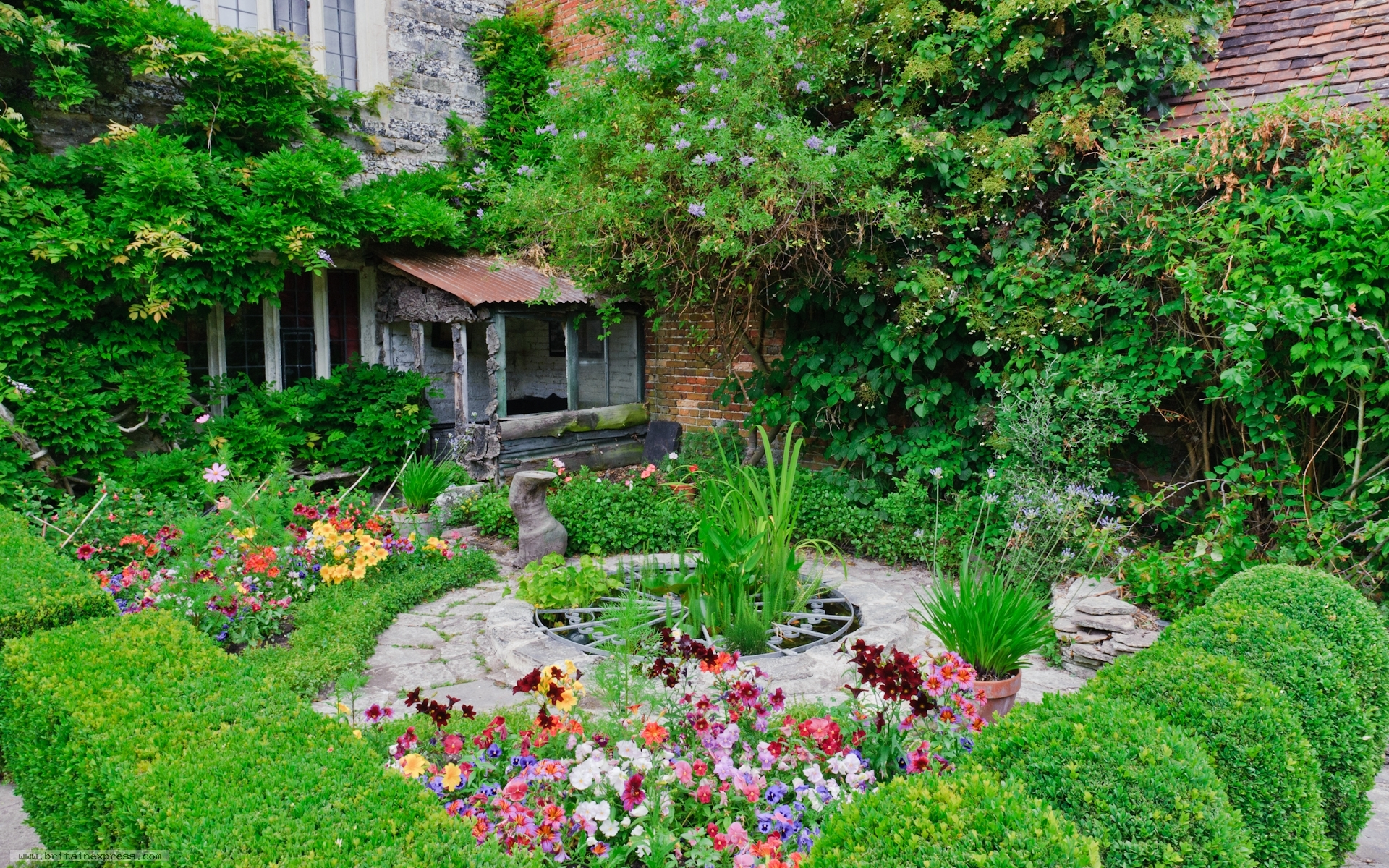 Photo of priest 39 s house garden wimborne minster for Garden and home house plans